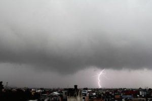 """""""La magia de Bogotá mientras llueve, ilumina el cielo con un trueno"""". Colombia. Brayan Esteban Rios Garzon.. Imagen Por:"""