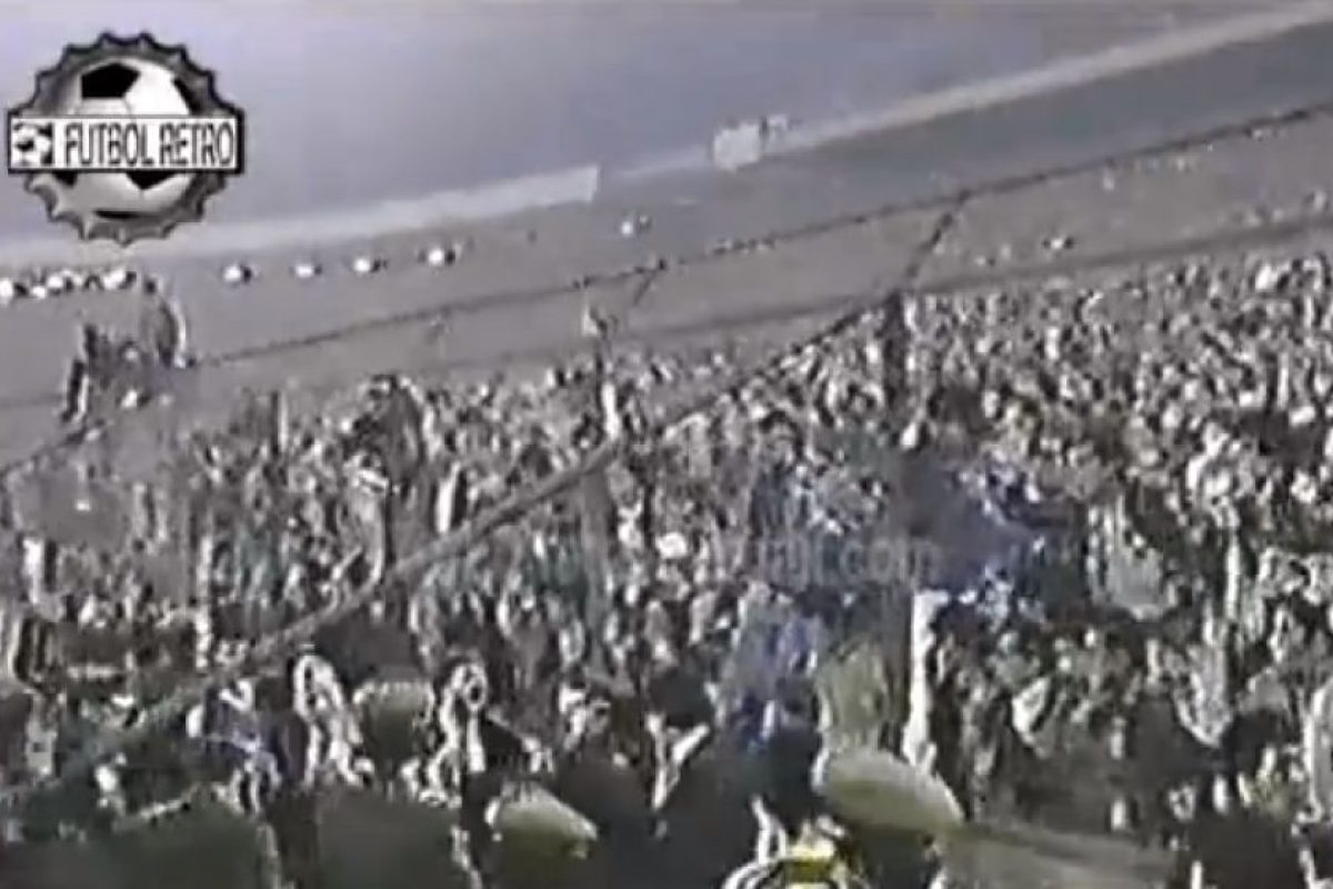 El escándalo de Santiago en 1991: Se jugaban las semifinales de la Copa Libertadores entre Boca Juniors y Colo Colo. En el partido de ida, que se disputó en el Estadio Nacional de Santiago, hubo una gran gresca en la que intervino el entonces DT xeneize, Oscar Washington Tábarez.. Imagen Por: