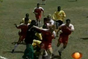 Toros Neza vs Selección de Jamaica: En 1997, los caribeños se preparaban para enfrentarse a México en la eliminatoria rumbo al Mundial de Francia 1998, pero antes tuvieron un partido de preparación Foto:Youtube: Televisa Deportes. Imagen Por:
