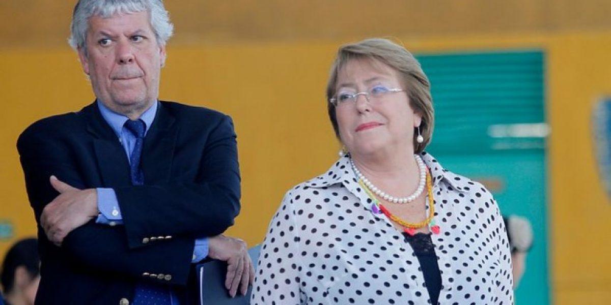 Bachelet respalda a ministro Eyzaguirre tras anuncio de interpelación por cierre de colegios