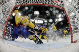 La vista desde adentro de la portería de Suecia, en el Euro Hockey Foto:AFP. Imagen Por: