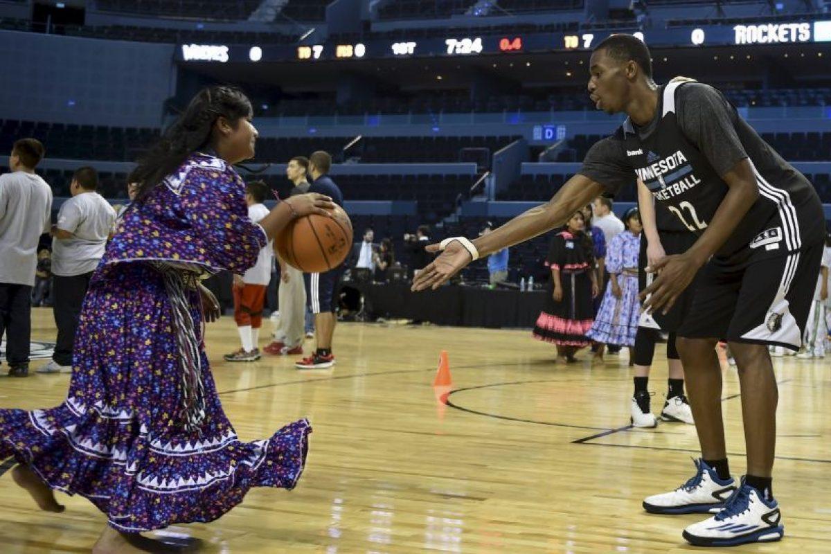 Los Timberwolves de la NBA realizaron una clínica con los niños indigenas de México Foto:AFP. Imagen Por: