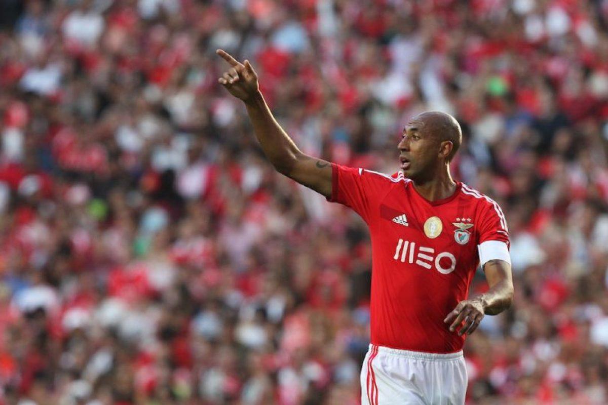 En 2012, Luisao agredió al árbitro dle encuentro entre el Benfica y el Fortuna Düsseldorf por considerar que había expulsado de manera injusta a uno de sus compañeros. Foto:Getty Images. Imagen Por: