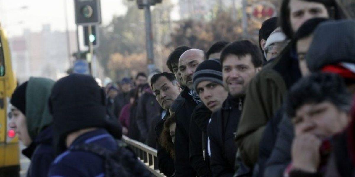 Falla eléctrica del Metro tiene sin servicio las lineas 1, 2 y 5 y genera caos vial en Santiago
