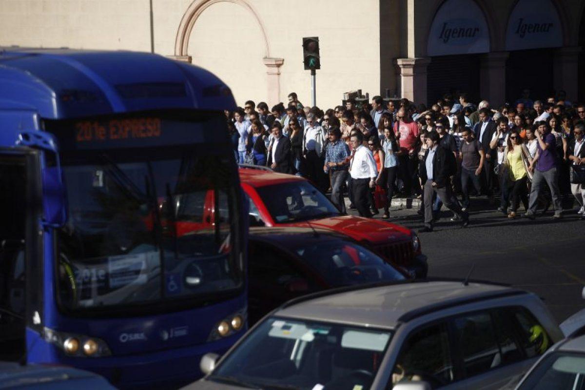 Una de las postales del caos en Santiago. Foto:Agencia Uno. Imagen Por: