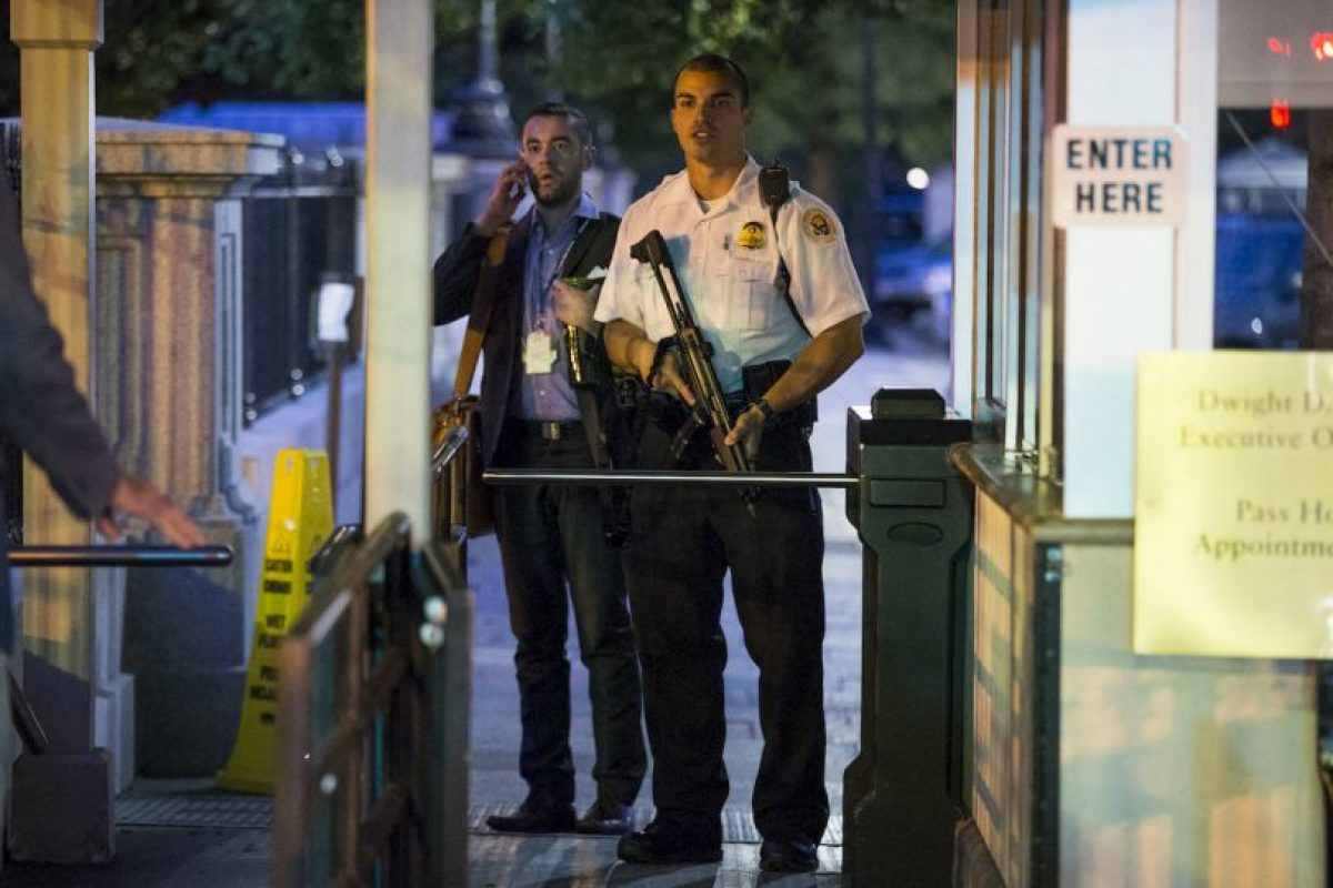 González fue tacleado y detenido por oficiales del Servicio Secreto. Foto:AP. Imagen Por: