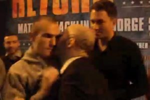Pero espero el momento para besar a su oponente Foto:Youtube: iFL TV. Imagen Por: