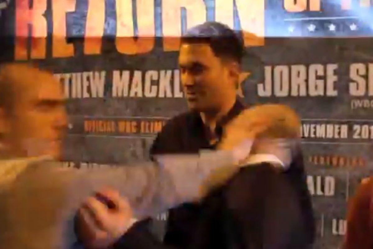 Entonces Fitzgerland se enojó más y le dio un golpe en la cara Foto:Youtube: iFL TV. Imagen Por:
