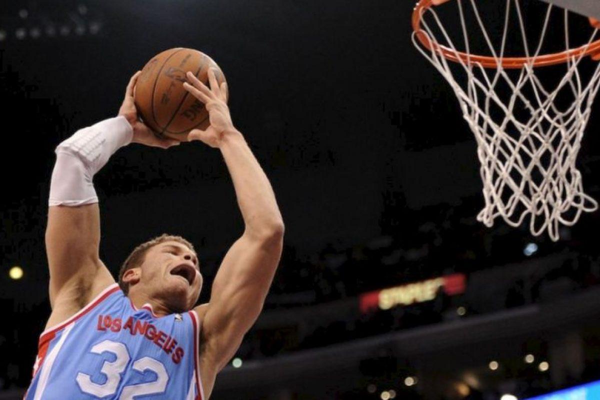 El jugador de los Clippers de Los Ángeles se molestó porque el aficionado no paraba de tomarle fotos Foto:Getty. Imagen Por: