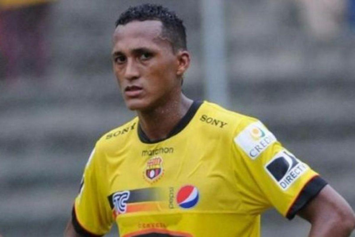 José Luis Perlaza (Ecuador). En 2013 fue castigado dos meses y un partido. Foto:Twitter. Imagen Por: