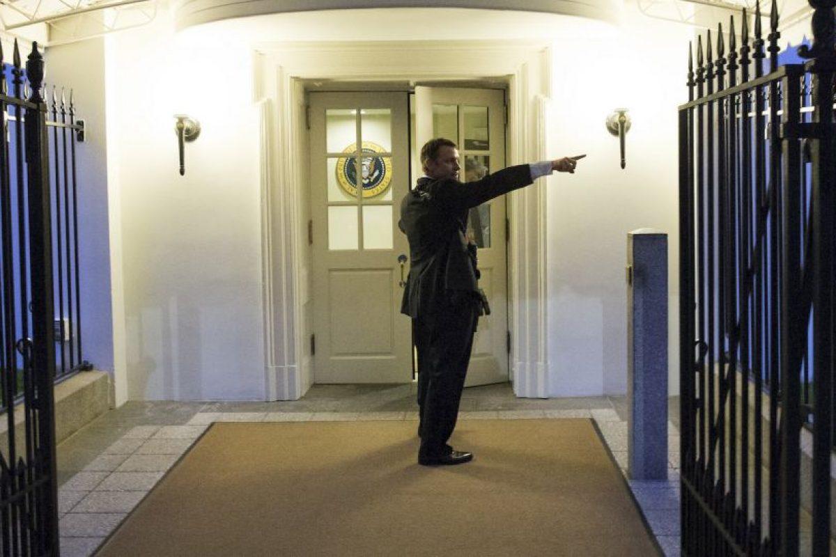 El intruso brincó la verja de la residencia presidencial y corrió 100 metros a la entrada de la residencia. Foto:AP. Imagen Por: