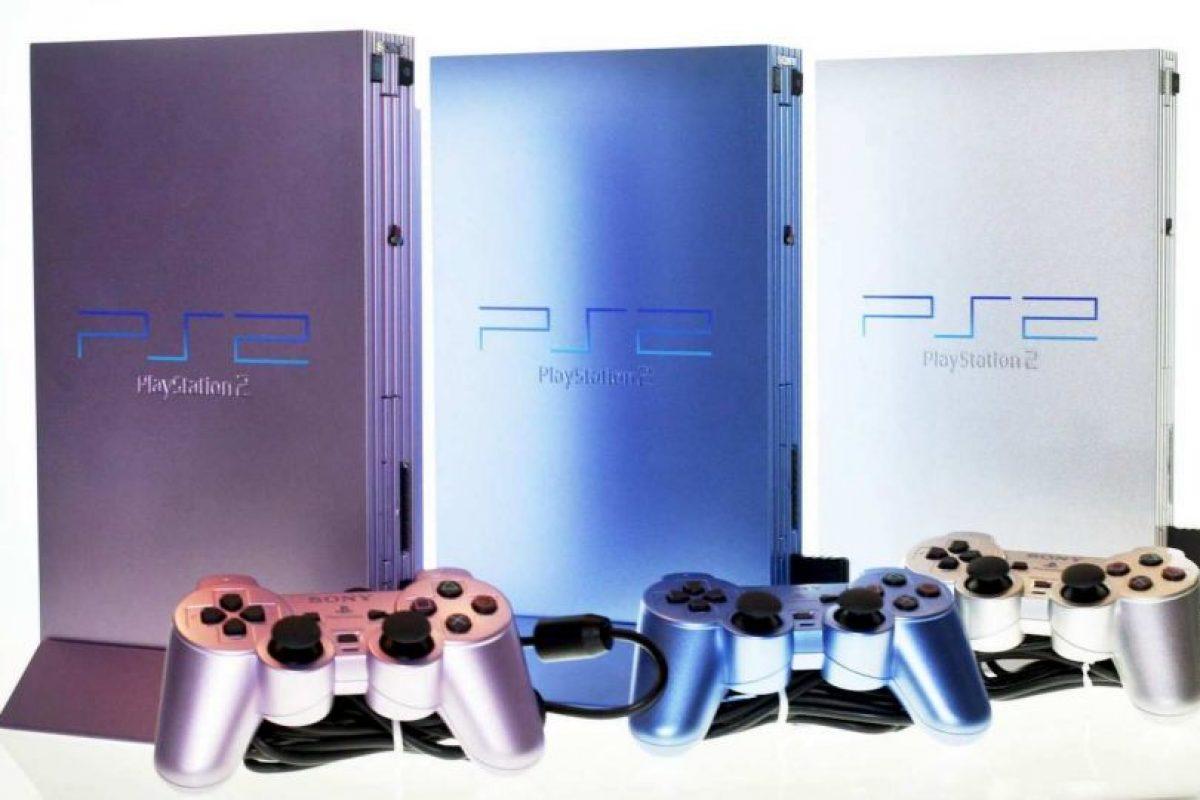 PlayStation 2 Slim morada, azul y plateada Foto:SONY. Imagen Por: