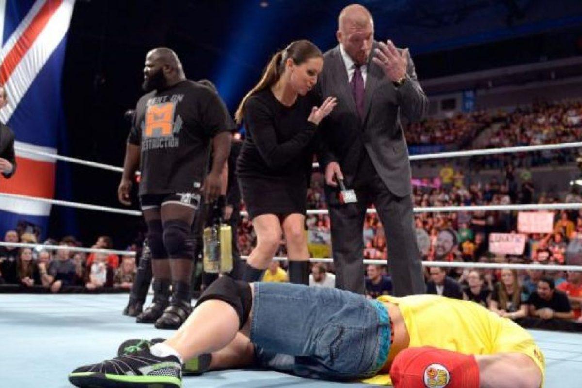 Los ahora directivos de la empresa están casados y tienen tres hijos Foto:WWE. Imagen Por: