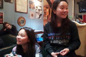 Estas confirmaron que eran gemelas a través de una prueba de ADN. Foto:Vía Facebook/twinstersmovie. Imagen Por: