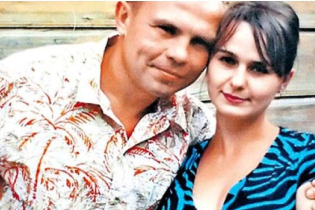 El caníbal con su esposa, Irina Foto:Facebook. Imagen Por: