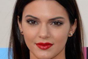 Su hermana Khloe Kardashian compartió el video promocional de Kendall para la firma de cosméticos. Foto:Getty. Imagen Por: