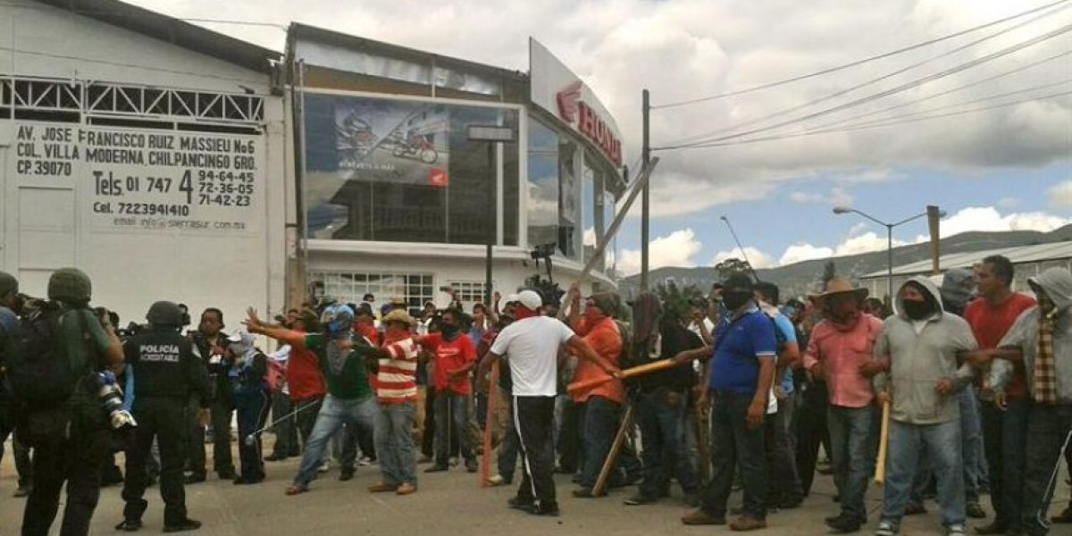La violencia empaña la protesta por los 43 desaparecidos en México