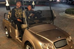El púgil le regalo un carro de golf a su hijo por su cumpleaños 15 Foto:Instagram: @floydmayweather. Imagen Por: