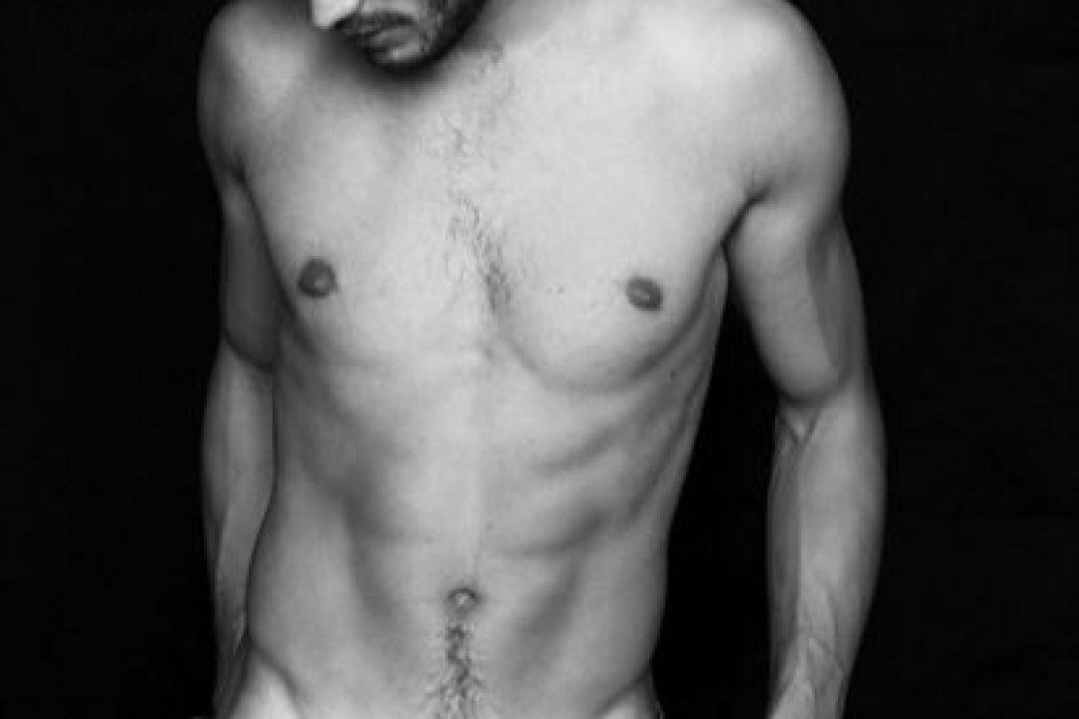 """Jamie Dornan era modelo y protagonista de editoriales de moda para las grandes revistas. También es actor, pero se hizo conocido por interpretar a Christian Grey en """"50 sombras de Grey"""". Aquí les dejamos sus fotos más sensuales Foto:Revista Homme. Imagen Por:"""