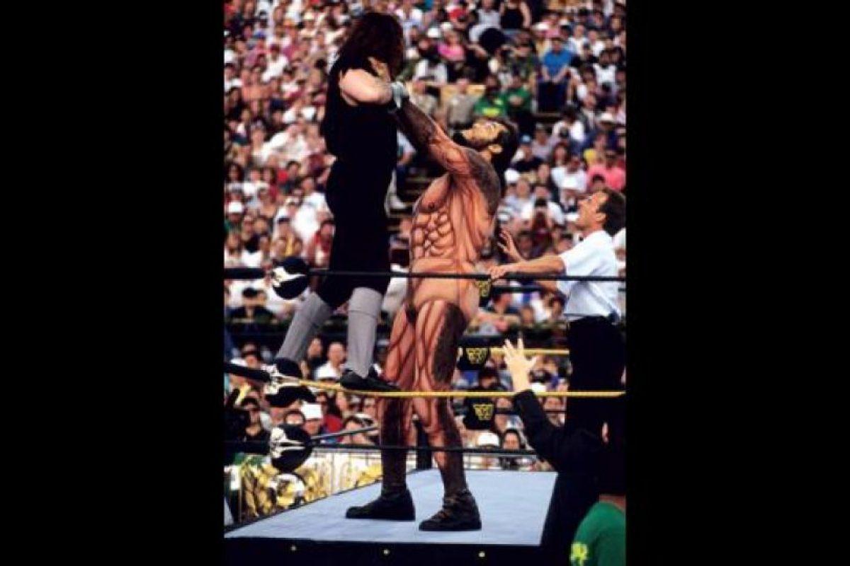 Era capaz de levantar al Undertaker de esta manera Foto:WWE. Imagen Por: