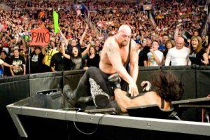 Show mide 2.13 metros (6 pies con 11 pulgadas) Foto:WWE. Imagen Por: