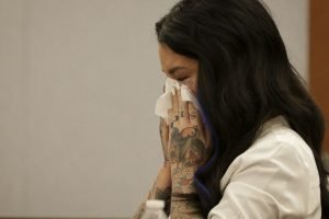 Ella recordó los hechos de agosto pasado entre lágrimas Foto:AP. Imagen Por: