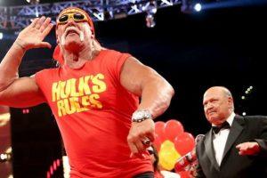 2.01 metros (6 pies con 7 pulgadas), es su estatura Foto:WWE. Imagen Por:
