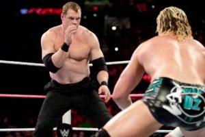 Su estatura es de 2.13 metros (6 pies con 11 pulgadas) Foto:WWE. Imagen Por: