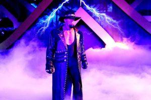 Mide 2.08 metros (6 pies con 10 pulgadas) Foto:WWE. Imagen Por: