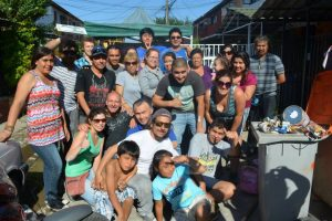 El grupo de voluntarios que llegó el fin de semana a apoyar la reparación de la casa de Anthony. Foto:Reproducción. Imagen Por: