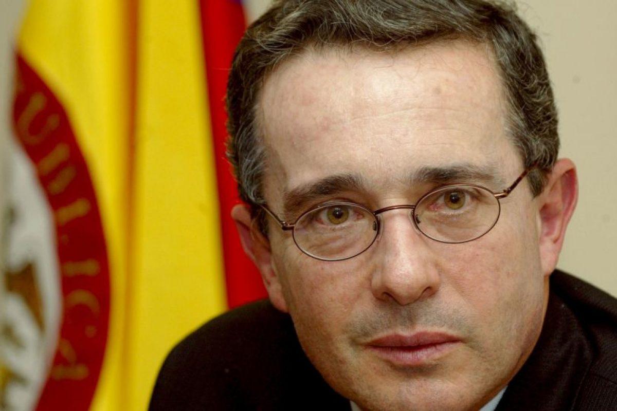 El ex presidente colombiano, Álvaro Uribe, terminó sus dos períodos sin poder doblegar al grupo armado. Foto:Getty Images. Imagen Por: