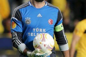 Volkan fue agredido por aficionados del Galatasaray. Foto:Getty Images. Imagen Por: