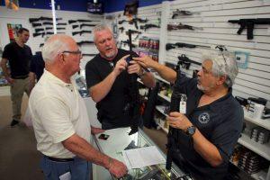 9. De acuerdo con los fabricantes, en 2010 se exportaron 241 mil 977 armas. Foto:Getty Images. Imagen Por: