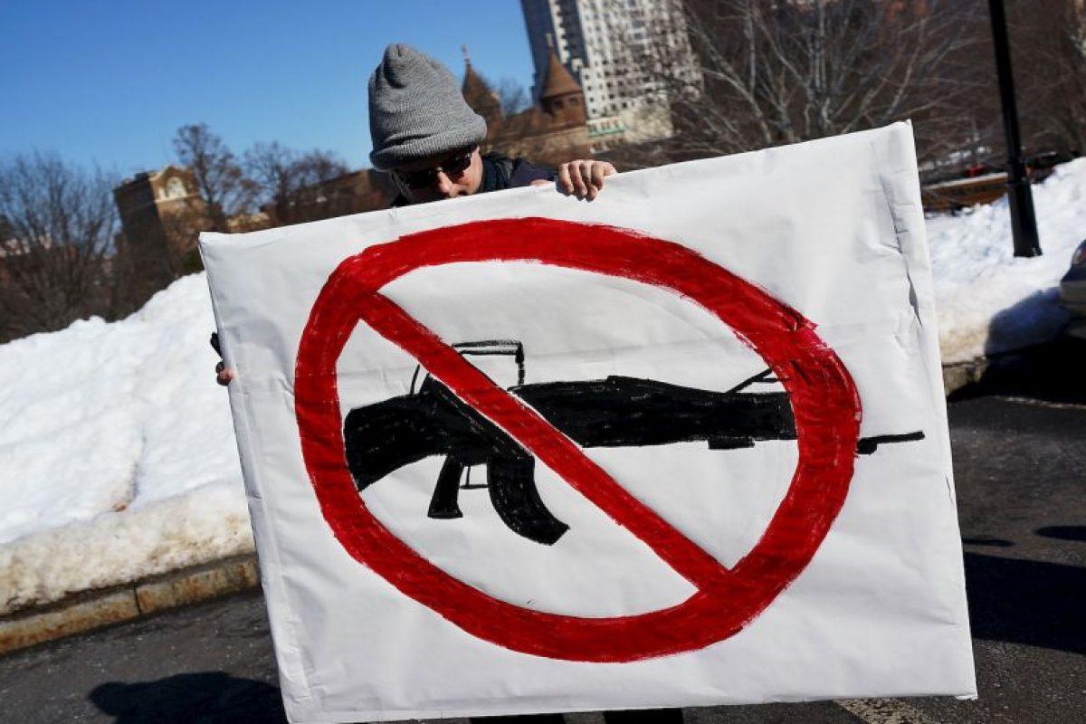 7. Hasta 2011, 32 mil 163 personas fallecieron por arma de fuego. Foto:Getty Images. Imagen Por: