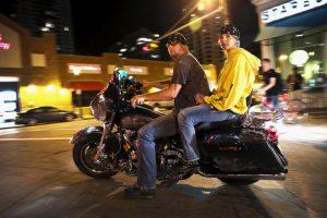 5. Nuestro acompañante puede afectar el equilibrio dinámico de nuestra moto. Foto: Getty Images. Imagen Por: