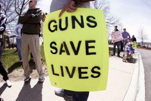 2. El número estimado de pistolas en posesión de civiles es de 114 millones Foto:Getty Images. Imagen Por: