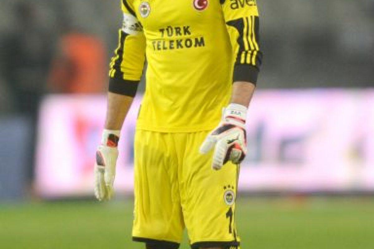 Volkan es un referente del Fenerbahçe, uno de los clubes turcos más populares. Foto:Getty Images. Imagen Por: