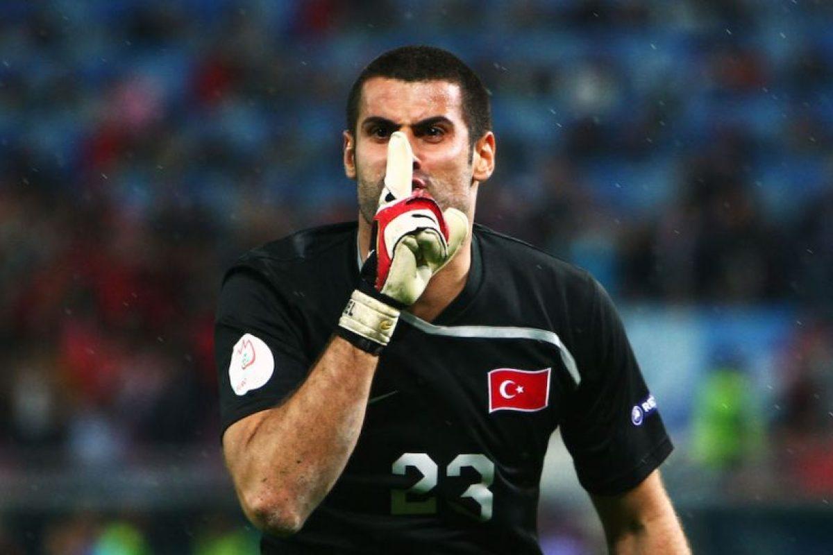 Los hinchas insultaban a Volkan por un incidente ante su equipo. Foto:Getty Images. Imagen Por: