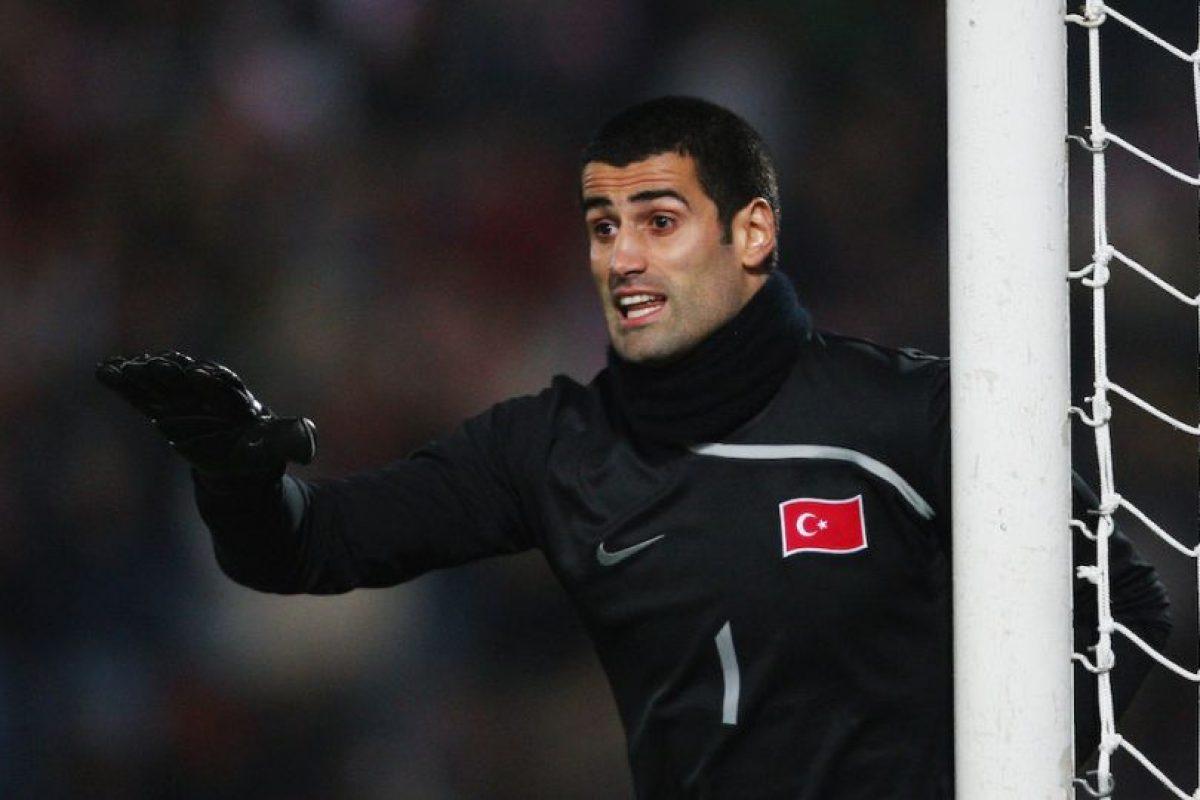 Volkan debutó en el fútbol de su país con el Kartalspor en 2000. Foto:Getty Images. Imagen Por: