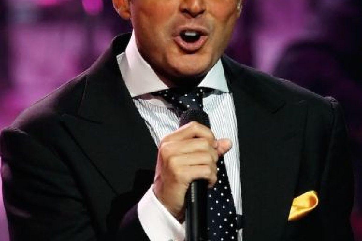 Diversos periodistas han revelado que el cantante despide olores desagradables de la boca. Foto:Getty Images. Imagen Por: