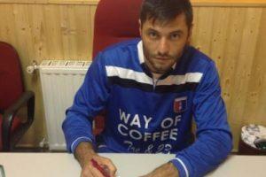 Apenas este mes firmó con el Rocca Priora de la 7ma. división de su país. Foto:Twitter. Imagen Por: