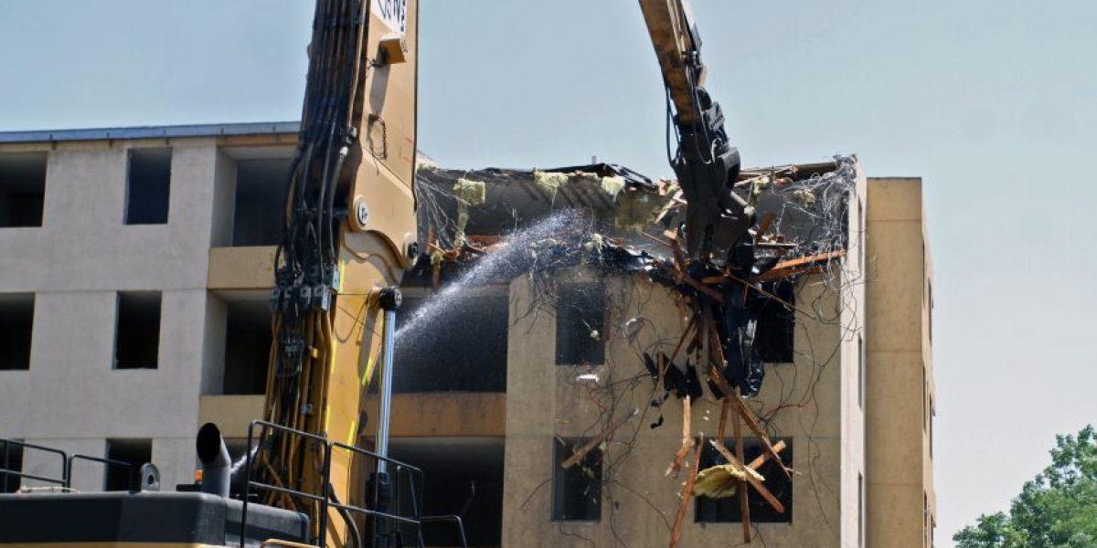 Después de 4 años comienza demolición de edificios destruidos en terremoto del 27F