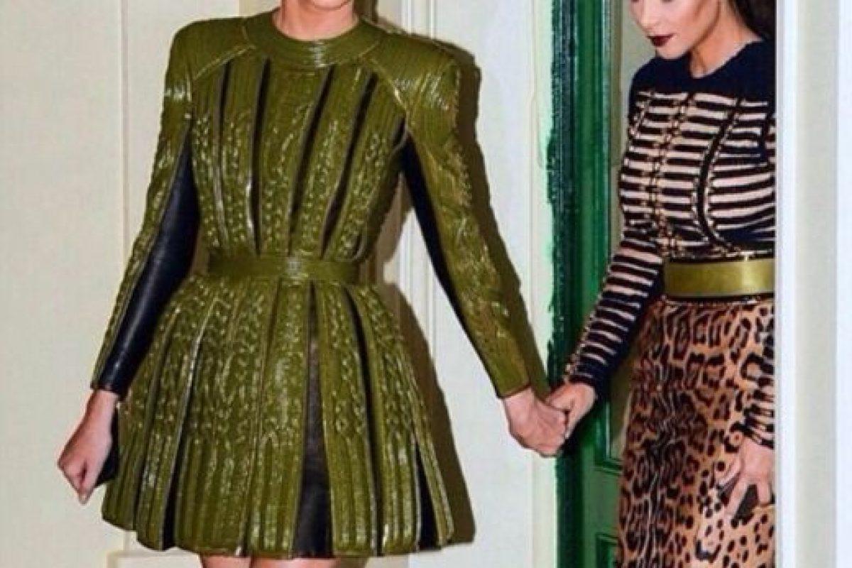 Vestir de diseñador con tu hermana no lo hacen todas. Foto:Instagram/Kim Kardashian. Imagen Por: