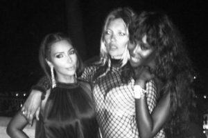 Posar con Naomi y Kate. Cosa normal. Foto:Instagram/Kim Kardashian. Imagen Por: