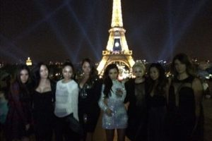 Posar fabulosamente en París. Foto:Instagram/Kim Kardashian. Imagen Por: