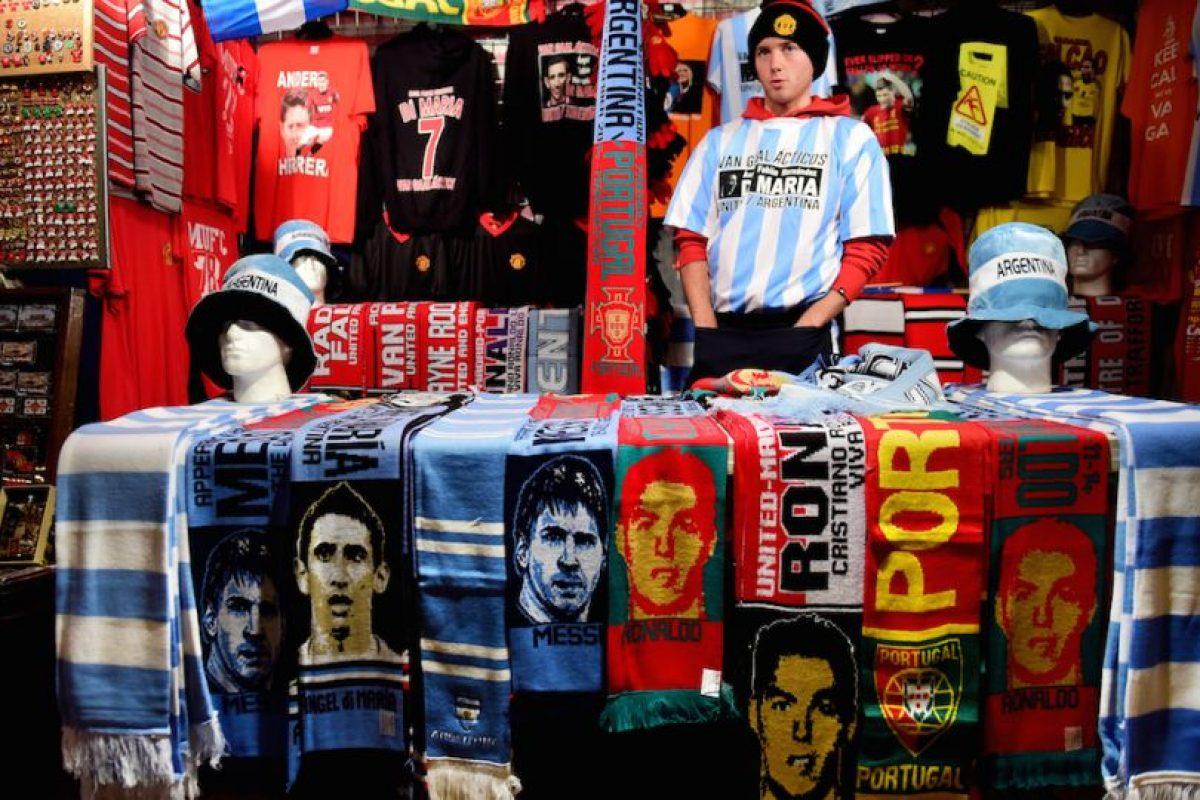 Los souvenirs en Manchester, Inglaterra. Foto:AFP. Imagen Por:
