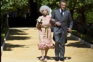 Duquesa de Alba es hospitalizada y tiene un pronóstico reservado En 2008 inició una relación con Alfonso Díez Carabantes. Foto:Getty. Imagen Por: