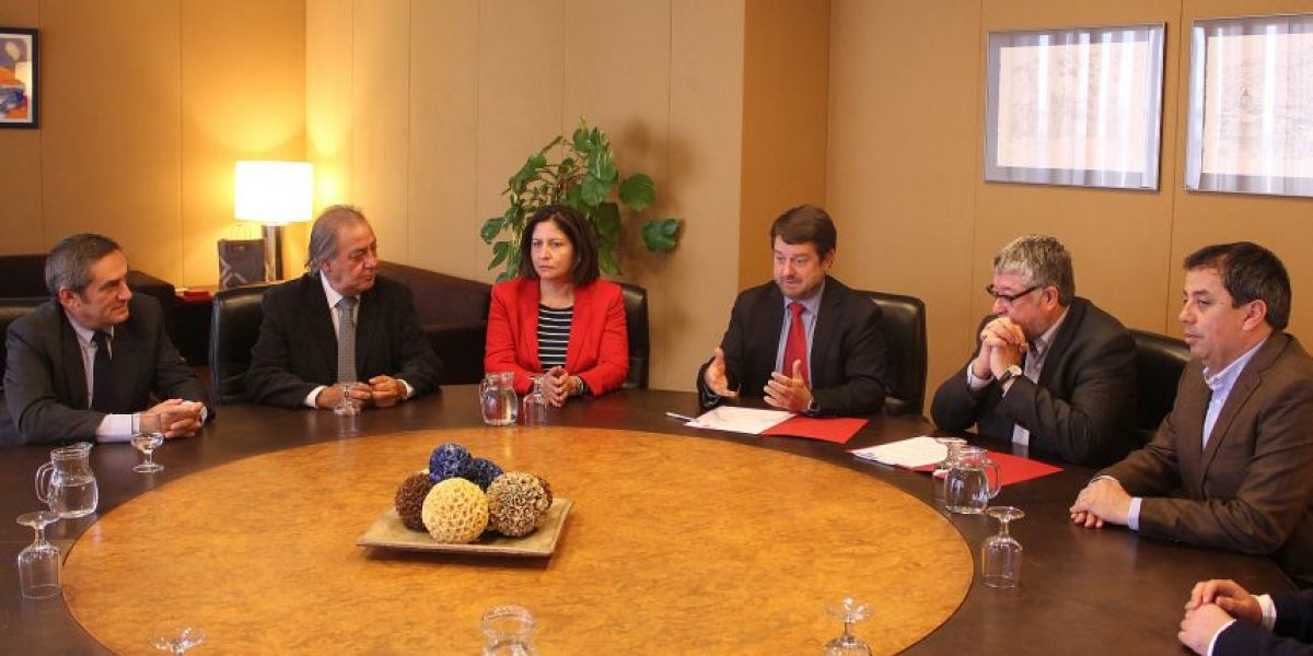 Intendencia Metropolitana de Santiago firma convenio de colaboración con Área Metropolitana de Barcelona
