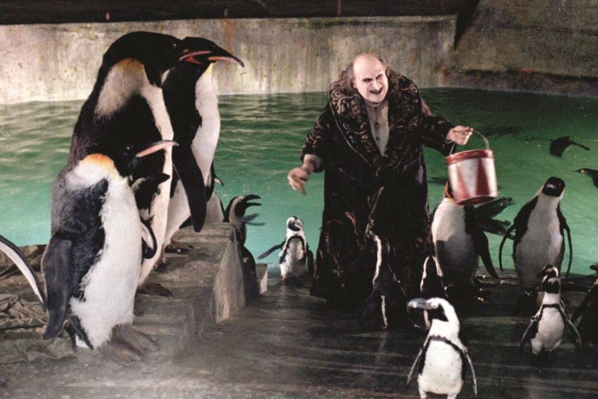 """En 1992, le dio vida al Pingüino en la película """"Batman Returns"""", de Tim Burton Foto:Facebook/Batman. Imagen Por:"""