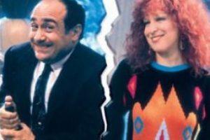 "En 1986 protagonizó ""Rutheless People"", cinta que nara la historia de un hombre que se casa para heredar una gran fortuna. Foto:iMDB. Imagen Por:"